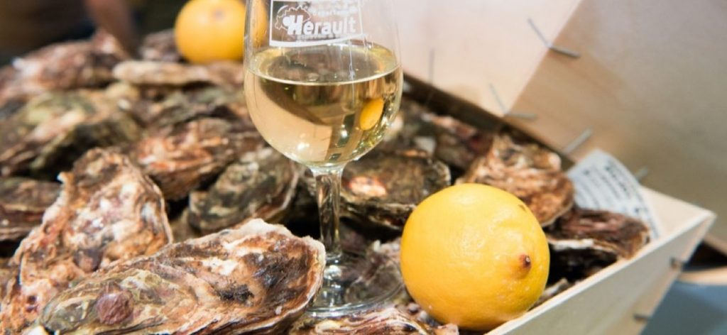 White wine picpoul de pinet, oysters and lemon